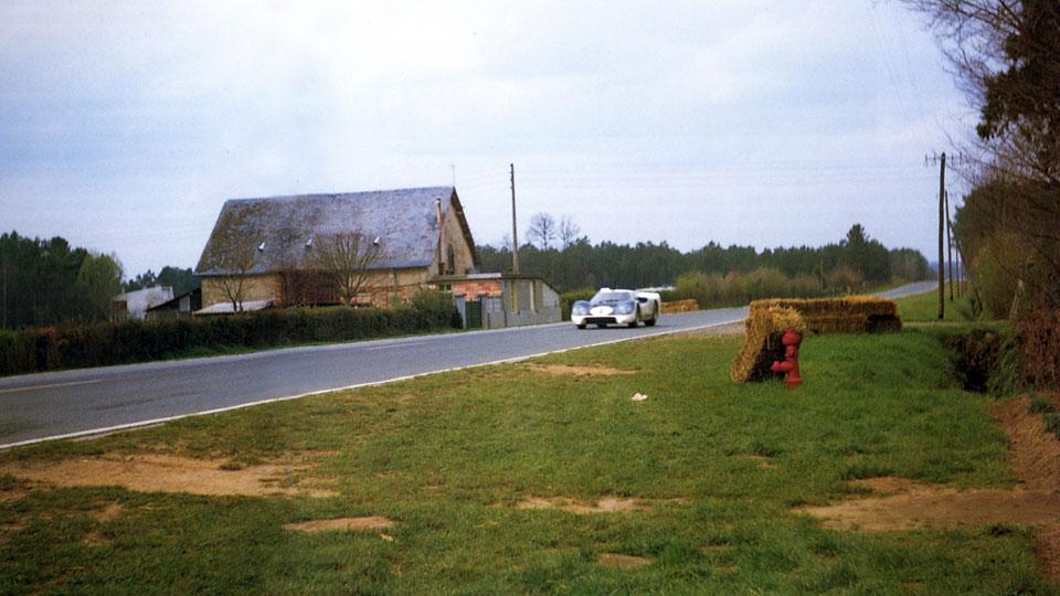 """La Ford """"J"""" à pleine vitesse aux essais d'avril 1967"""