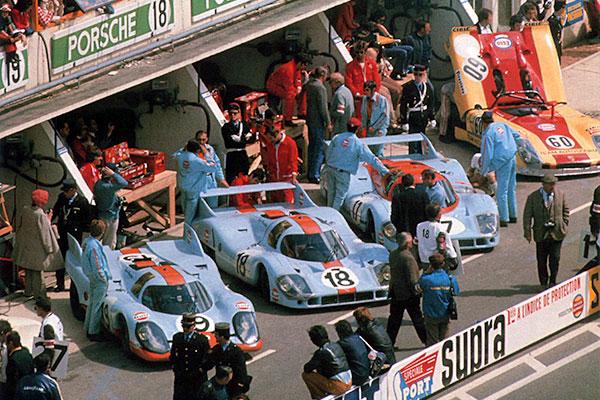 Une partie de l'armada de Stuttgart aux 24 heures du Mans 1971