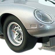 Jaguar Type E Lightweight Revell - Détails des roues et des phares