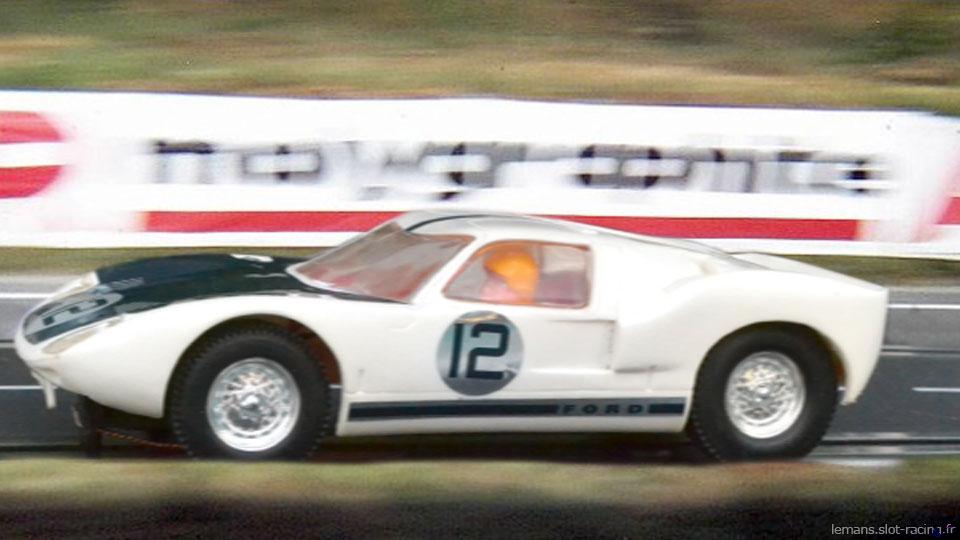 24 heures du Mans 1964 - Ford GT40 #12 - Pilotes : Richard Attwood / Jo Schlesser - Abandon