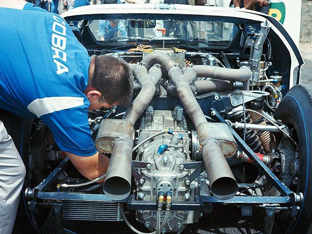 Derniers réglages du monstrueux V8 de 7 litres des Ford MkII