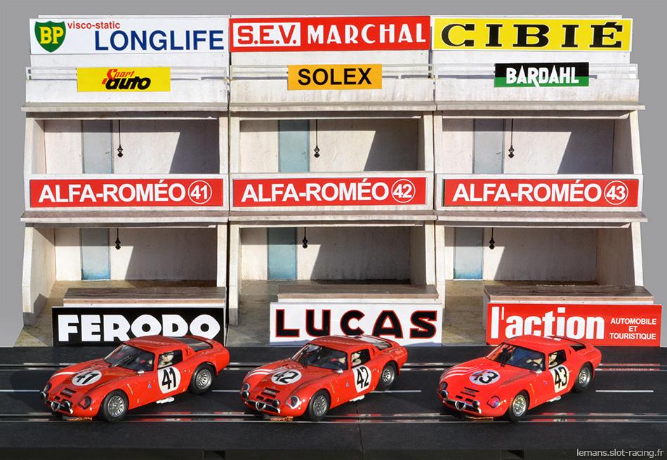 Les trois Alfa-Roméo TZ 2 des 24 heures du Mans 1965 devant leurs stands