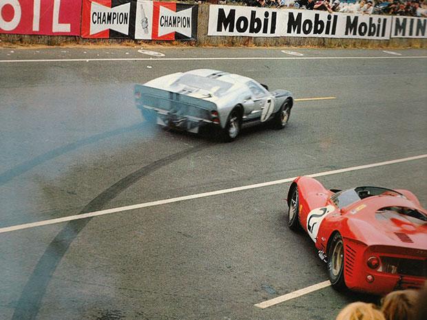 """Le départ """"viril"""" de Graham Hill au volant de la Ford MkII#7"""