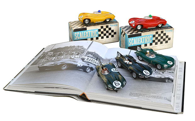La sculpturale Jaguar type D par Scalextric, AutoArt et Carrera