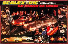 """Scalextric - boîte du coffret """"LE MANS 24 HOUR"""" avec voitures éclairées et départ """"le Mans""""."""