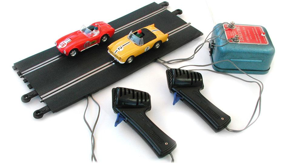 le slot racing circuit routier lectrique miniature. Black Bedroom Furniture Sets. Home Design Ideas