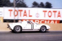 24 heures du Mans 1964 - Ford GT40 #11 - Pilotes : Richie Ginther / Masten Gregory - Abandon