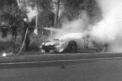 24 heures du Mans 1964 - Ford GT40 #12 - Pilotes : Jo Schlesser / Richard Attwood - Abandon