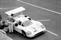 24 heures du Mans 1967 - Chaparral 2F #7 - Pilotes : Phil Hill / Mike Spence - Abandon