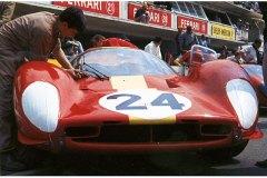 24 heures du Mans 1967 - Ferrari 330 P4 #24 - Pilotes : Willy Mairesse, Jean 'Beurlys' Blaton - 3ème